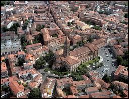 Grande ville traversée par la Garonne :