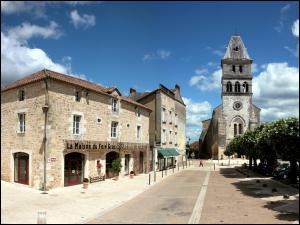 Petite ville de 2 800 habitants du département de la Dordogne, située sur les collines du Périgord vert :