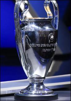"""Lequel de ces joueurs a remporté la """"Ligue des champions"""" deux fois d'affilées avec deux clubs différents ?"""