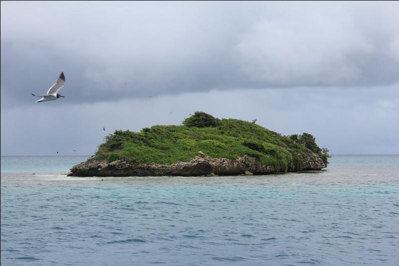 Culture - Comment s'appelle cette île d'Antigua-et-Barbuda ? Indice : regardez bien la photographie.