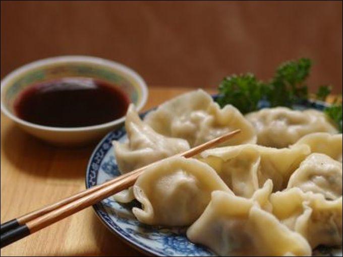 """Quel est cet aliment asiatique, parfois surnommé le """"ravioli chinois"""" ?"""