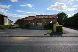 Commune du Grand-Est, en Champagne crayeuse, Dampierre-au-Temple se situe dans le département ...