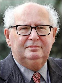 Qui est ce Serge, avocat, historien et écrivain français qui défend la cause des déportés juifs en France ?