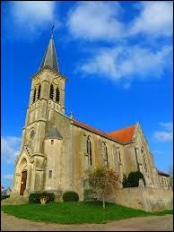 Voici l'église Saint-Georges de Manhoué. Village du Grand-Est, dans l'arrondissement de Sarrebourg-Château-Salins, il se trouve dans le département ...