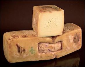 Quel est ce fromage italien au lait cru de vache produit en Sicile dans la région de Raguse ?