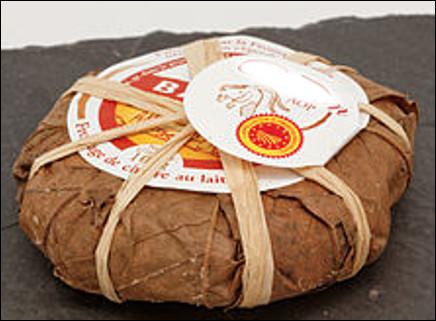 Quel est ce fromage des Alpes au lait cru de chèvre, enrobé de feuilles de châtaignier ceinturées par un lien en raphia ?