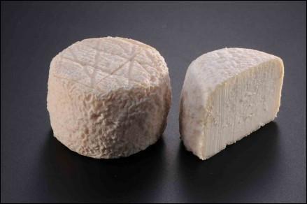 Quel est ce fromage berrichon au lait cru de chèvre originaire du département du Cher ?