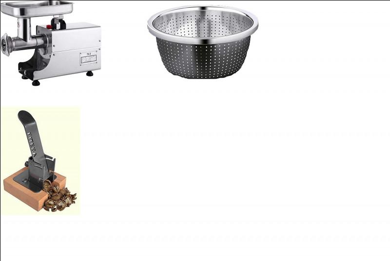 Comment appelle-t-on le bol gris avec des petits trous ?