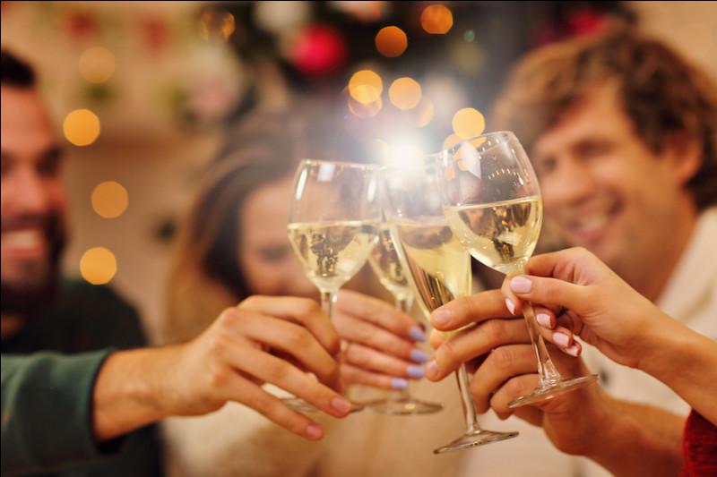''The Parting Glass'' est un air écossais chanté lorsqu'on se sépare après un événement, une réunion. On peut le traduire en français par : ''le coup ------------''.