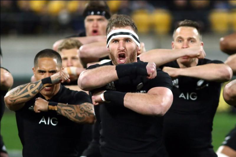 ''Black Velvet Band'' est une chanson traditionnelle. Quel est le surnom des joueurs de rugby néo-zélandais appelés aussi All Blacks ?