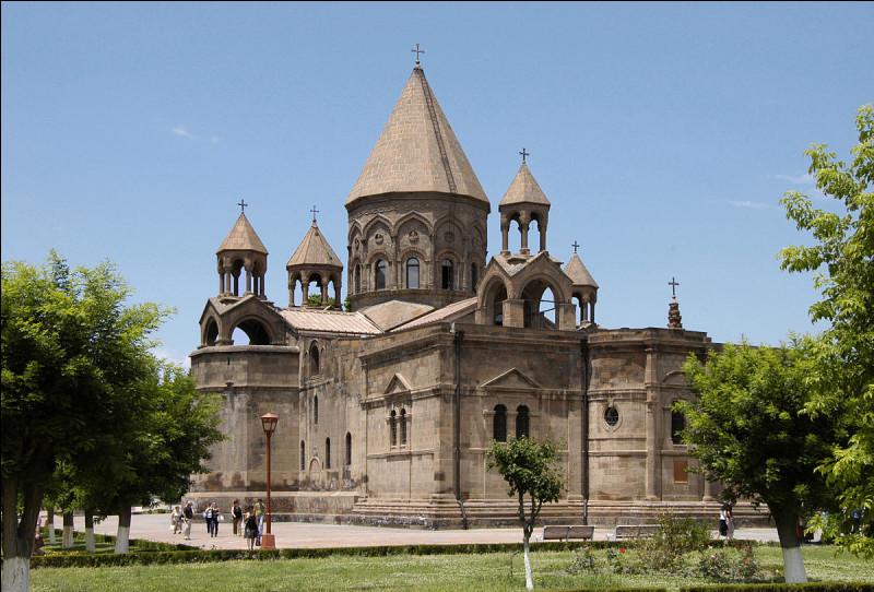 Monument – Comment s'appelle cette cathédrale arménienne ?