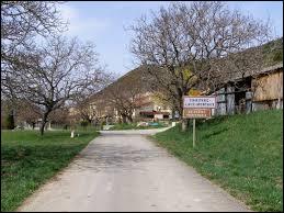 Je vous propose de commencer notre balade en Drôme provençale, à Chauvac-Laux-Montaux. Petit village de 42 habitants, il se situe en région ...