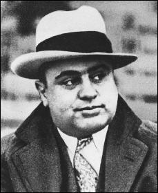 Né le 17 janvier 1899 à New-York, décédé en 1947, il était surnommé 'Le Balafré'.