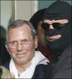 Né le 31 janvier 1933 à Corleone en Sicile, a été en cavale de 1963 à 2006 et a commandité l'assassinat de deux juges antimafia : Falcone et Bosellino. Il est actuellement en prison.