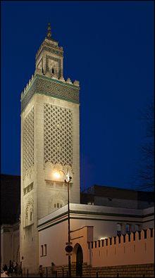 Quelle est la hauteur du minaret de la mosquée de Paris ?