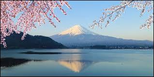 Dans quel pays se situe cette montagne ?