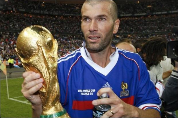 Quel était le premier numéro de maillot de Zinédine Zidane en équipe de France lors de son premier match en 1994 ?