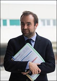 De quoi est chargé le ministre Sébastien Lecornu ?