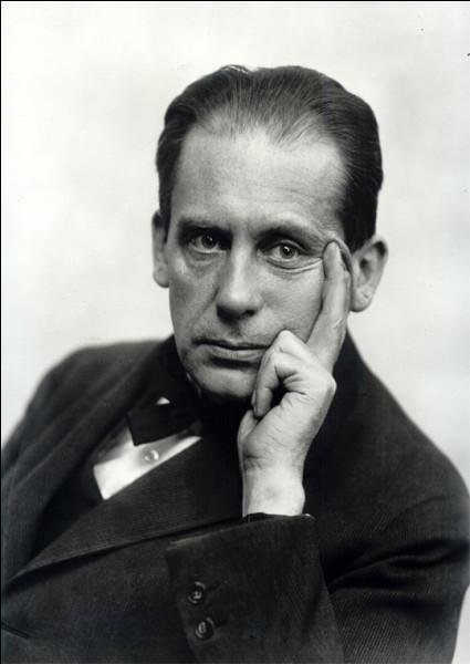 Cet architecte et urbaniste allemand, fondateur du Bauhaus, c'est ... Gropius.