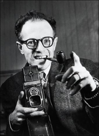 Ce photographe, un des représentants les plus importants de la photographie humaniste française, lauréat du Grand Prix national de la photographie en 1979 et du prix Nadar en 1981, c'est ... Ronis.