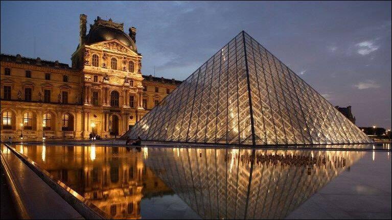 Après cette première visite, je remonte en voiture en direction de la capitale. Je souhaite visiter le musée du Louvre. En quelle année le Louvre a-t-il été inauguré ?