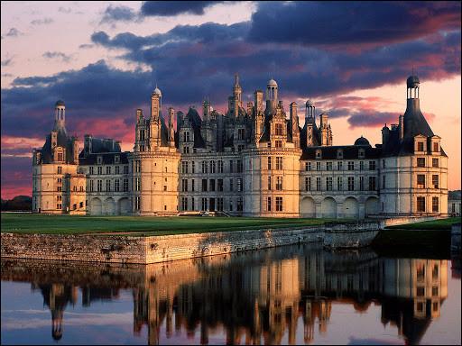 Lequel de ces monuments ne se trouve pas en région parisienne ou à Paris ?