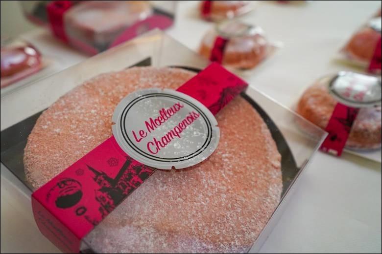 Ne partez pas sans emporter dans vos bagages cette création des boulangers d'Épernay.Quel ingrédient lui donne cette couleur rose ?