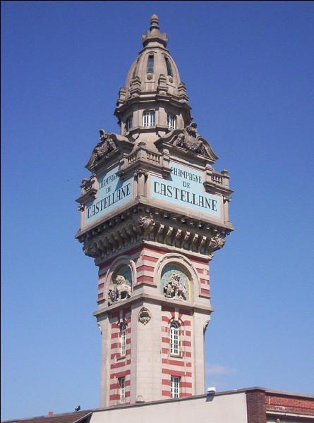 La maison de champagne De Castellane n'est pas située sur la prestigieuse avenue mais visible de loin grâce à...