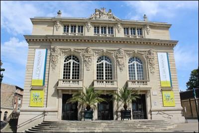 Ce théâtre, inscrit monument historique, est dédié à une actrice française née à Épernay en 1880.Quel est son nom de scène ?