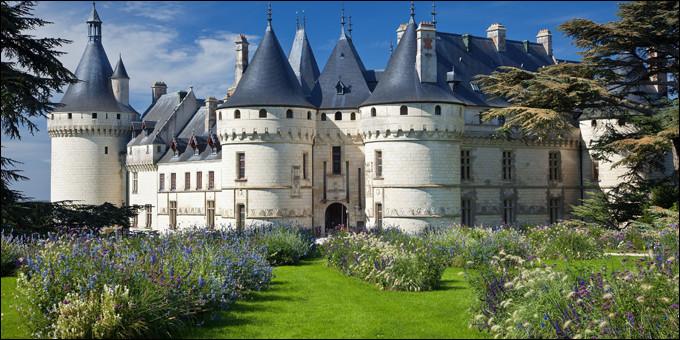 Situé entre Amboise et Blois, le château de Chaumont sur Loire est le 4e château le plus visité des château de la Loire. Chaque année ce magnifique domaîne héberge un festival international, mais lequel est-ce ?