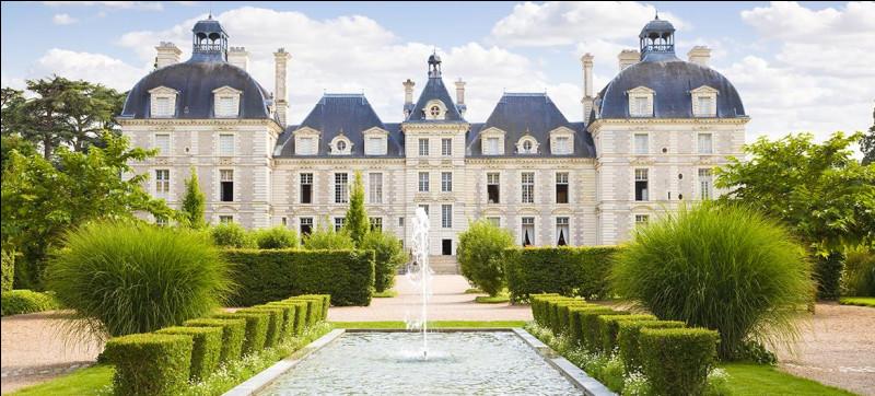 Ce château est très célèbre car il est celui qui a inspiré Hergé pour le château de Moulinsart. Le fameux château visible dans les aventures de Tintin. Connaissez-vous ce château ?