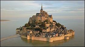 Monument incontournable en France : le Mont-Saint-Michel ! Dans quelle région ce lieu se situe-t-il ?