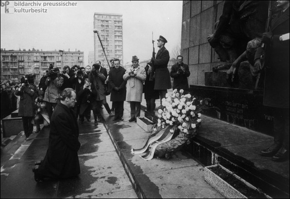 Voyage historique du chancelier allemand Brandt à Varsovie, le 7 décembre ...