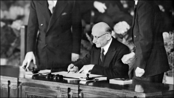 La déclaration Schuman, considérée comme le texte fondateur de la construction européenne, a été prononcée le 9 mai ...
