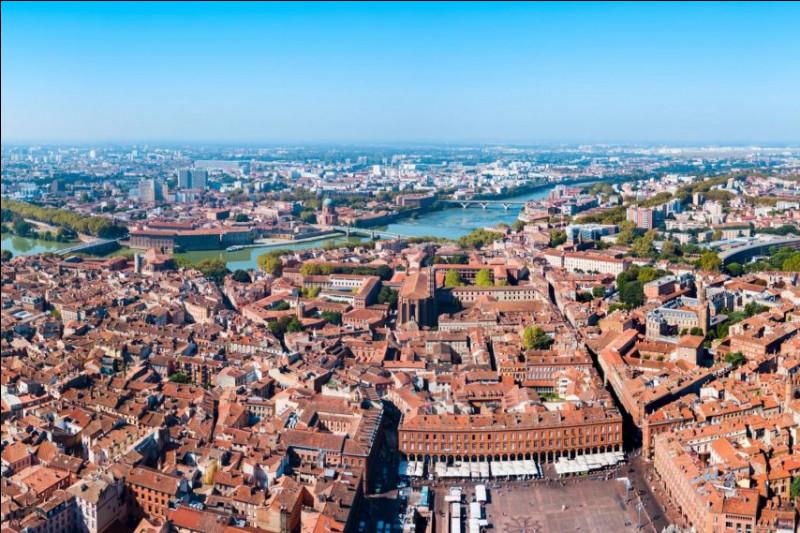 Quel chef très connu grâce à la télévision a son restaurant 2 étoiles à Toulouse ?