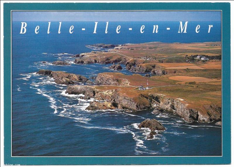 Entre deux promenades vivifiantes au gré des vagues et des vents, vous songez un instant à vos amis restés à la maison et vous leur envoyez cette carte depuis :