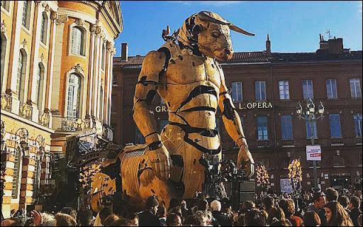 À Nantes se trouve un éléphant mécanique qui fait la fierté des Nantais. En Occitanie, la ville rose se dote de ce Minotaure et d'une autre créature mécanique qui sont exposées à la Halle de la Machine dans le chef-lieu occitan. Dans quelle ville sont exposées ces créatures mécanisées ?