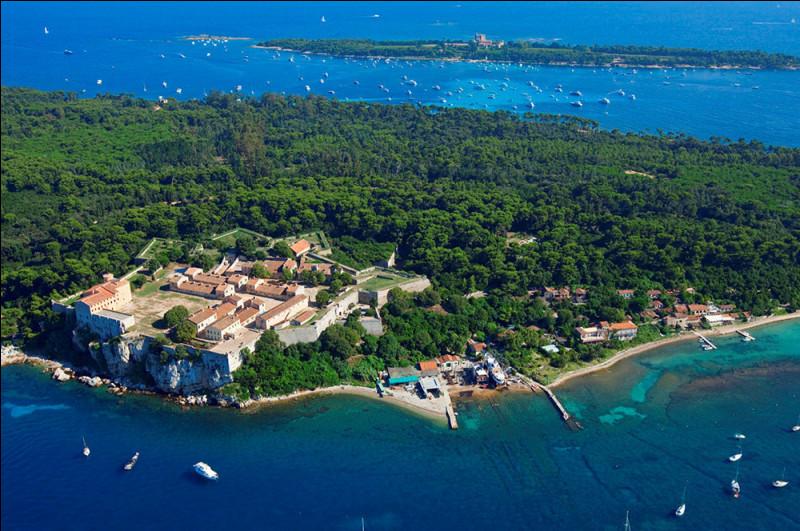 Les îles de Lérins sont administrées par la commune de Cannes.Dans quel département sont-elles ?