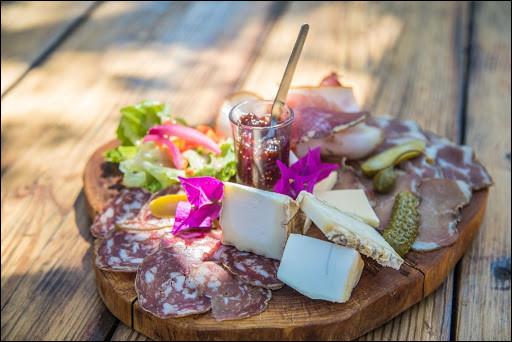 Dernière destination et quelques spécialités à déguster : figatellu, lonzu, coppa, brocciu, cabrettu (charcuteries et fromages), fiadone, canistrelli (gâteaux), Pietra (bière à la farine de châtaigne), l'eau gazeuse d'Orezza, etc.Où êtes-vous ?