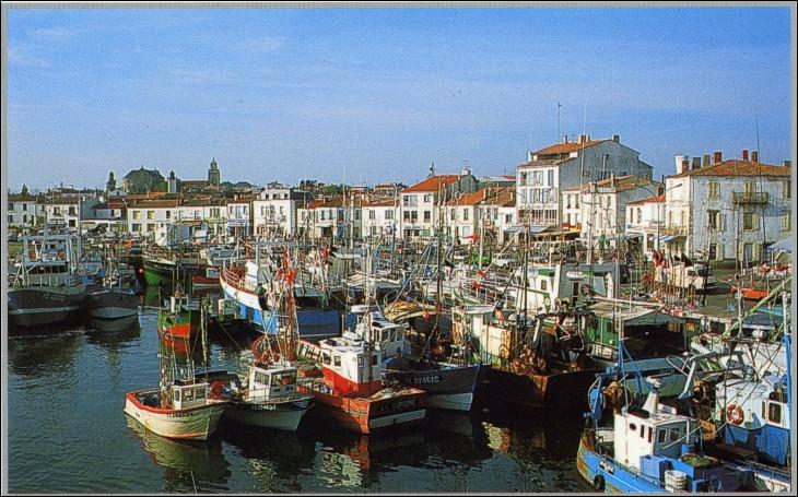 Région Pays de la Loire, Philippe Pétain incarcéré ! Deux indices pour vous rendre à Port-Joinville, commune située sur...