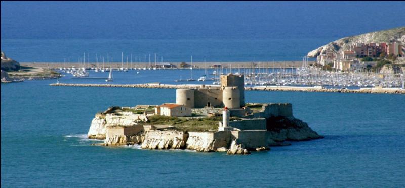 Bouches-du-Rhône, Marseille, le roman ''Le Comte de Monte-Cristo'' d'Alexandre Dumas !Sur quelle île de l'archipel du Frioul est emprisonné Edmond Dantès, le héros imaginaire de ce roman ?