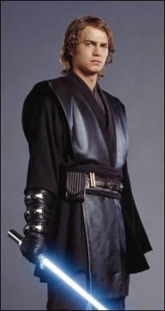Il devient par la suite Dark Vador. A neuf ans, son taux de midi-chloriens est déjà supérieur à celui de Yoda :
