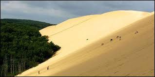 Lieu incontournable du Sud-Ouest : la dune du Pilat (ou Pyla). Dans quel département se situe ce lieu très touristique situé dans le massif des Landes ?
