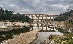 Question facile : où se trouve le pont du Gard ?