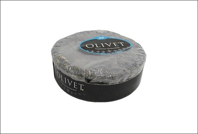Né au bord du Loiret, à Olivet, ce fromage est aujourd'hui produit à Châteauneuf-sur-Loire. Il doit son nom au produit qui le recouvre. Quel est son nom ?