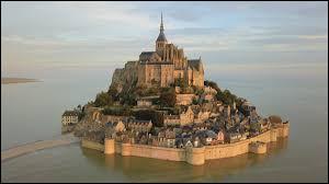 Au Moyen Âge, combien d'habitants vivaient au Mont ?