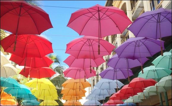 Cette ville se glorifie d'être la capitale du parapluie :