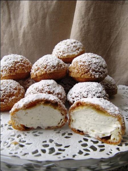 Une pause au Cap Ferret pour déguster ces délicieuses chouquettes garnies d'une crème chantilly et saupoudrées de sucre glace. Ce sont...