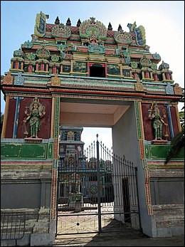 Outre-mer, La Réunion - Le Temple Narassingua Peroumal. Pour quelle religion ce temple a-t-il été construit ?Indice : Inde