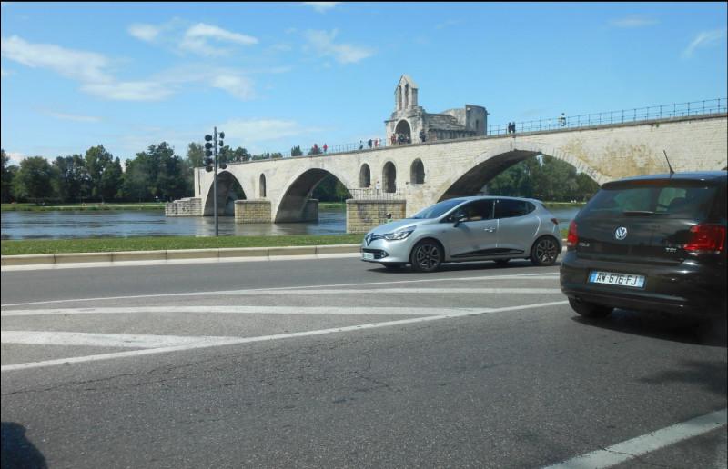 Dans quelle ville se trouve ce fameux pont ?